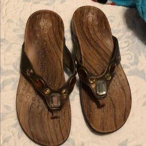 Vionic brown sandals